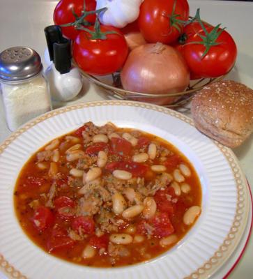 Cannellini e sopa de salsicha