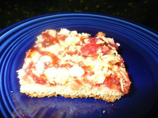 bolo de lingonberry norueguês com cobertura de streusel
