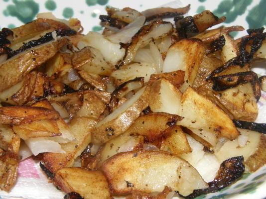 batatas caseiras e cebolas