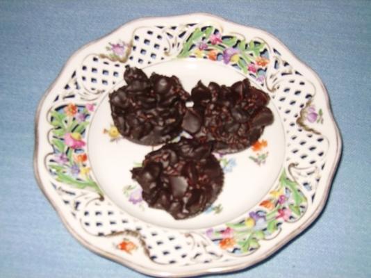 blocos de chocolate com frutas e nozes