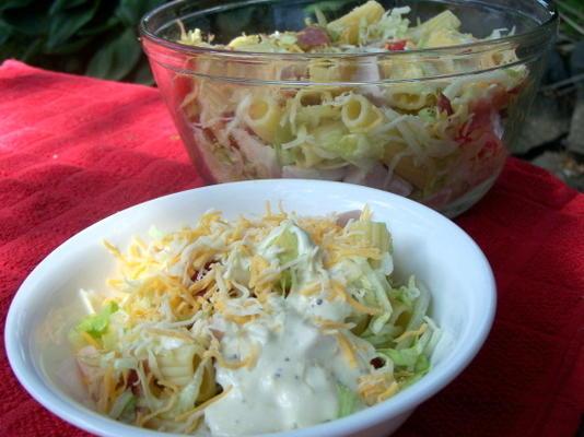 california club peru e salada de macarrão