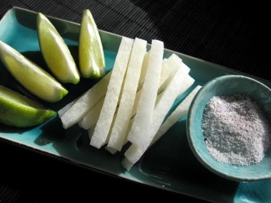 jicama com sal de pimenta