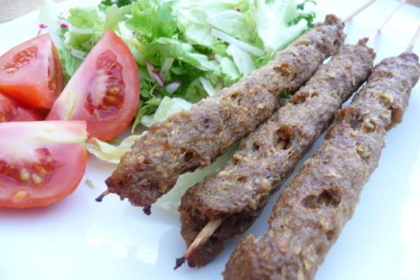 carne de porco egípcia koftas (carne moída em espetos)