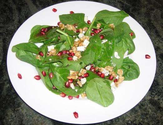 salada verde selvagem com vinagrete de romã