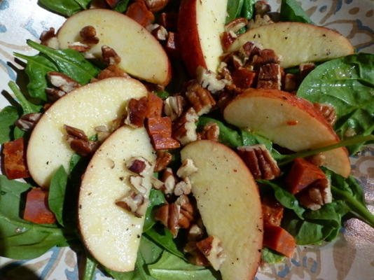 salada de espinafre com chouriço e maçãs