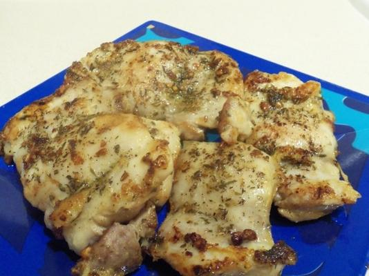 Peitos de frango grelhado com ervas frescas