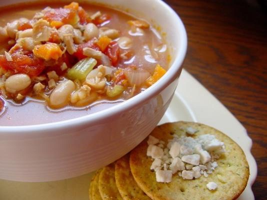 panela de barro sopa de frango e feijão