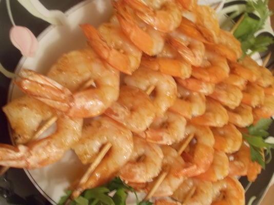 kabobs de camarão grelhado com manteiga de creole