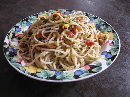 espaguete com pimentão e alho migalhas
