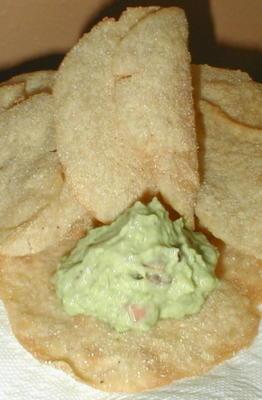 chips de texas caseiros com propagação de guacamole