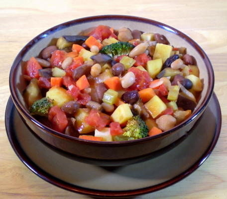 caçarola de legumes e tomate