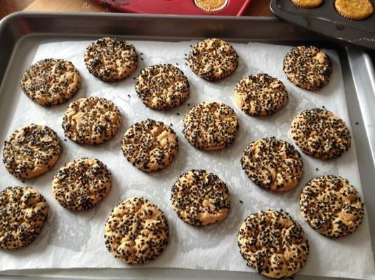 bolinhos de manteiga de amendoim de semente de gergelim preto