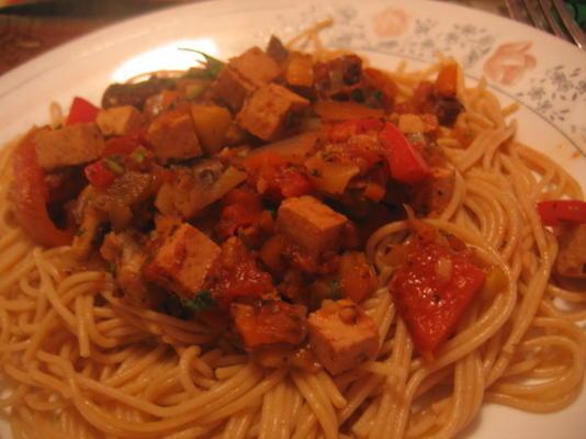 espaguete com molho vegetariano de bolonhesa