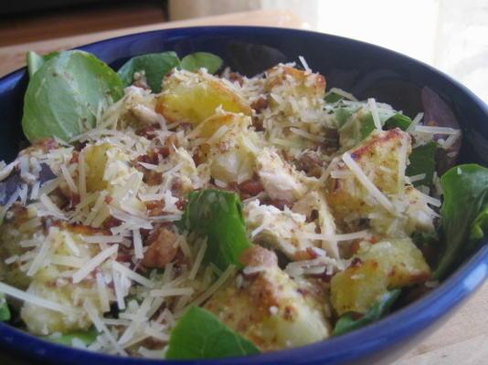 frango quente, bacon e salada de batata