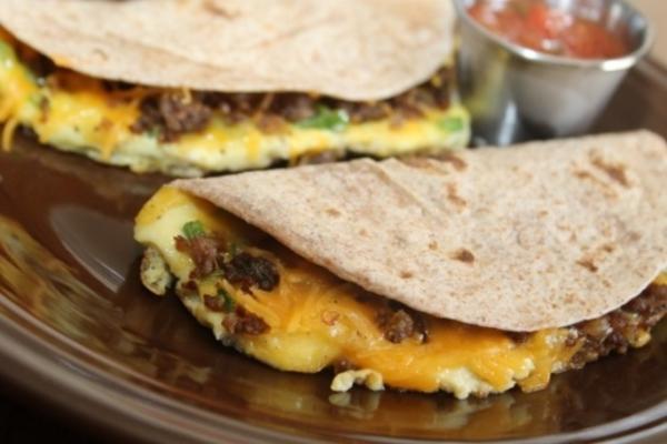ovo de salsicha e salsicha tacos macios
