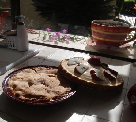 maçã, amora, torta de groselha c / crosta de noz-moscada