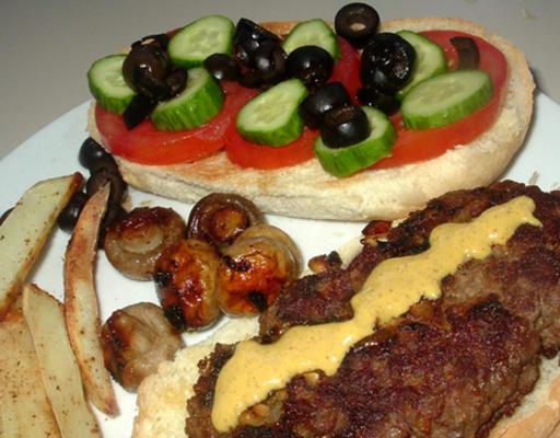 hambúrguer de cordeiro estilo médio-oriental