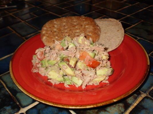 abacate salada de atum em pão pita
