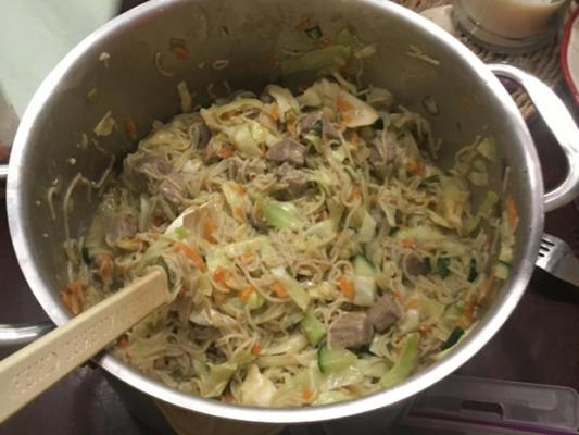 macarrão oriental de carne