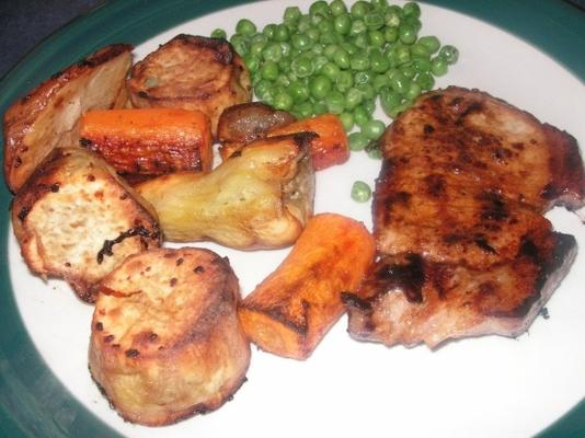 mostarda mel costeletas de porco e legumes