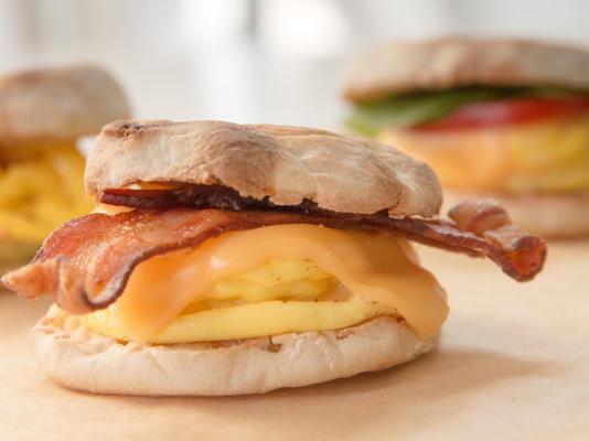 Sanduíche de café da manhã de 1 minuto