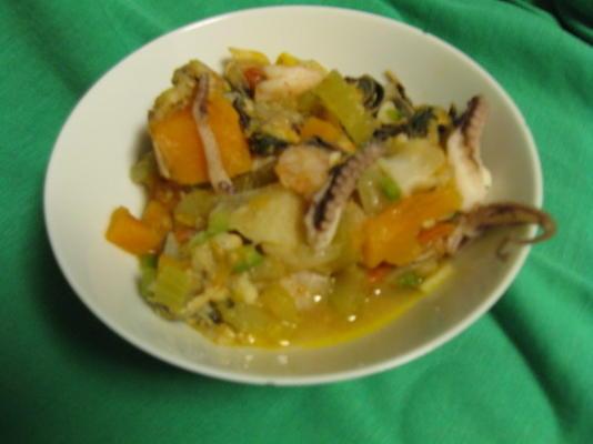 sopa de frutos do mar grelhados ao estilo caribenho