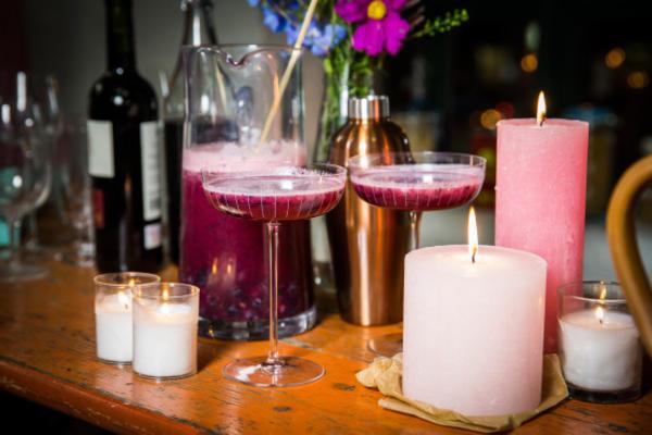 cocktails de mirtilo, lavanda e lima