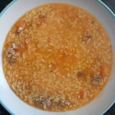 sopa de carne e macarrão