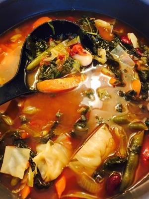 sopa de legumes vegetariana estilo mágico toscano de dion