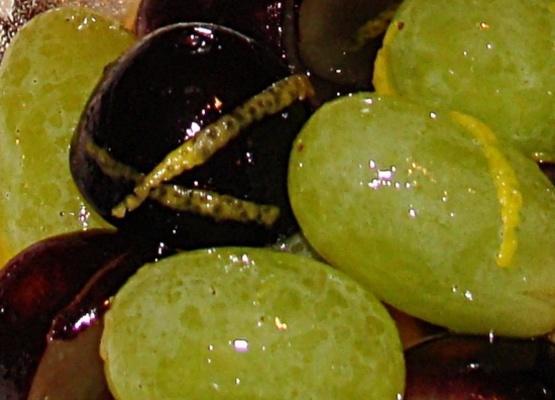 uvas maceradas verdes e pretas