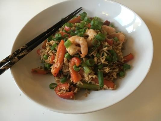 camarão e chouriço arroz frito