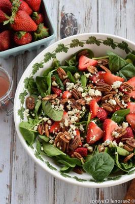salada de espinafre com morango e nozes