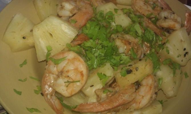 tikka de camarão e abacaxi