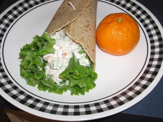 envoltório de salada de frango com iogurte grego