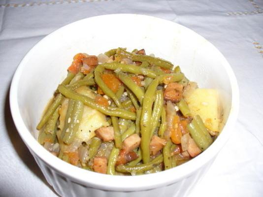 feijão verde com cebola, presunto e tomate