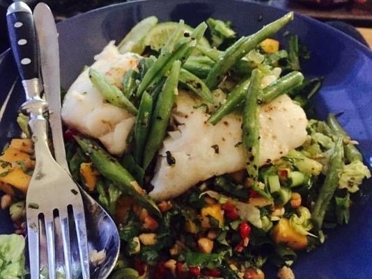 salada de peixe tailandês