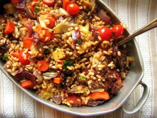 salada quente farro com legumes assados e fontina