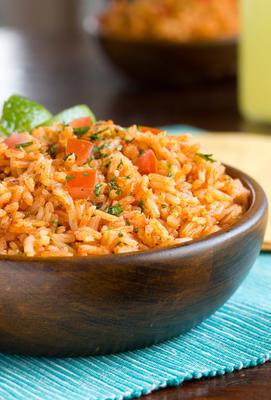 arroz mexicano em estilo de restaurante