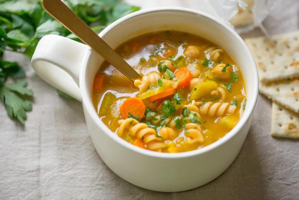 sopa de macarrão vegan grão de bico