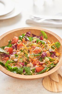 frango à vista e salada picada vegetariana