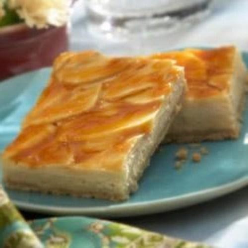 Barras de cheesecake de maçã caramelo