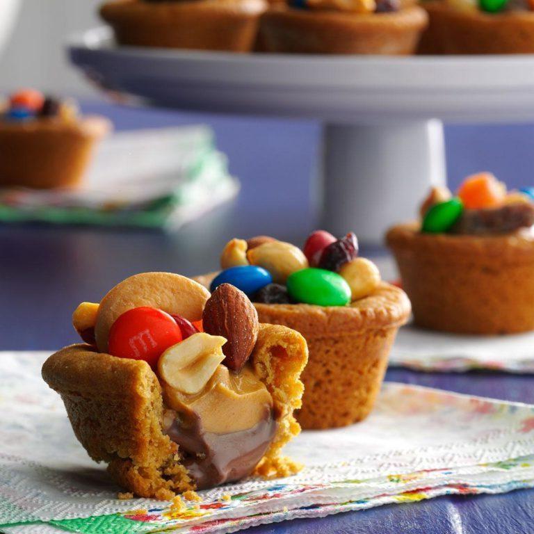 Mistura de trilha copos de biscoito de chocolate de manteiga de amendoim