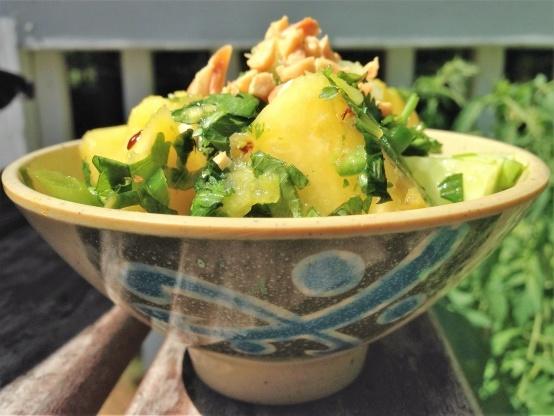 Salada tailandesa de pepino e abacaxi